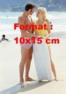 Reproduction D'une Photographie De Johnny Hallyday Et Sylvie Vartan En Maillot De Bain Sur La Plage - Reproductions