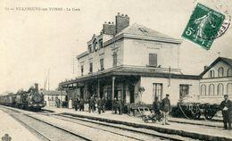 89  VILLENEUVE SUR YONNE LA GARE ANIMEE AVEC TRAIN - Villeneuve-sur-Yonne