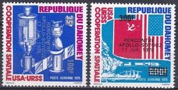 Dahomey Benin 1975 Weltraum Weltall Raumfahrt Apollo Sojus Raumschiffe Space Ships Fahnen Flaggen Flags, Mi. 630-1 ** - Benin – Dahomey (1960-...)
