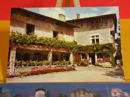 Carte Postale > [01] Ain > Pérouges > Galerie Gothique Du Musée - Non Circulé - Pérouges