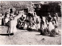 Scènes Et Types - Danses D'Ouleds Naïls Dans Le Sud - Algerije