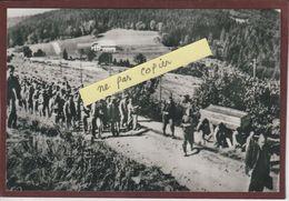 PHOTO - LE STRUTHOF. 67 - Prisonniers Rentrant Du Travail Au Camp De Concentration Allemand - Retirage En 15/10 Cm - Bagne & Bagnards