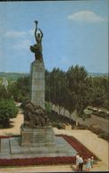 Moldova - Postcard Unused  1970 - Chisinau - Monument To Heroes Members Of Komsomol - Moldova
