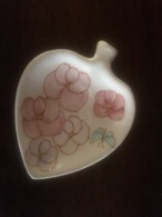 Piattino Soprammobile Artigianale Dipinto A Mano A Forma Di Figlia Con Fiori - Ceramics & Pottery