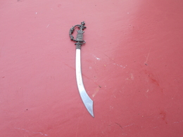 Ouvre Lettres  Sabre   ( Souvenir  Fontaine De Vaucluse  ) - Letter-opener