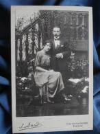Photo Cabinet J. Dard à Paris - Belle Photo Couple  Vers 1910 L353 - Persone Anonimi