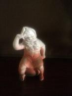 Graziosa Statuina In Porcellana Bisqiuit Aerografata - Ceramics & Pottery