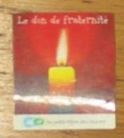 Pub Magnet Petits Frères Des Pauvres Le Don De La Fraternité 4 X 4.5 Cm - Magnets
