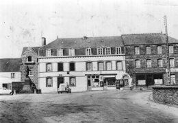 B47237 Plumieux, Place De L'Eglise - France