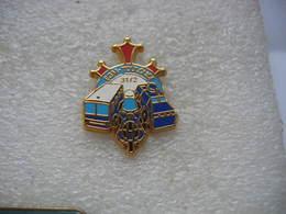 Pin's De L'Escadron 31/2 De Gendarmerie Mobile à Toulouse. Bus, Voitures, Motos - Police