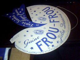 Publicitee Chapeau De Clown En Carton Non Utilisee Lingerie Gaine  Froufrou  Jolis  Dessous (bleu) - Caps