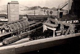 Photo Originale Jeu & Jouet - Train Miniature HO Et Son Décor Vers 1950/60 - Objetos