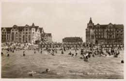 BELGIQUE - FLANDRE OCCIDENTALE - KNOCKE ZOUTE - Bains Et Place Albert. (n°647). - Knokke