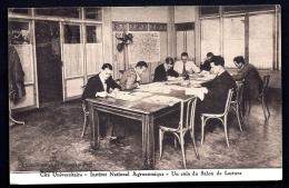 CPA ANCIENNE FRANCE- PARIS (75)- INSTITUT NATIONAL AGRONOMIQUE- UN COIN DU SALON DE LECTURE- BELLE ANIMATION GROS PLAN - Enseignement, Ecoles Et Universités