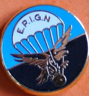 Z  690)..GENDARMERIE......./...BLASON  ....Escadron Parachutiste D'intervention De La Gendarmerie Nationale - Pin's
