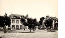 MARIGNY LE CHATEL PLACE DE LA MAIRIE - France