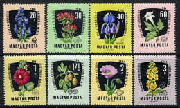 HUNGARY 1961 Medicinal Plants Set Of 8 MNH / **.  Michel 1776-82 - Nuevos