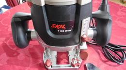 Outil  à Bois : Défonceuse  électrique  SKIL 1830 Puissance 1100 W - Outils