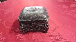 Coffret à Bijoux Très Ancien :  Objet De Collection - Etains