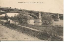 PEYRAUD......ARDECHE...le Pont P.L.M.sur Le Rhone....petite Animation.sur Le Pont ...personnage Asssis 1er Plan... - France