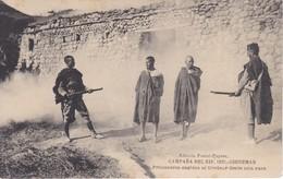 POSTAL DE LA CAMPAÑA DEL RIF DEL AÑO 1921 - PRISIONEROS COGIDOS AL TIROTEAR DESDE UNA CASA (MARRUECOS) (HAUSER Y MENET) - Otras Guerras