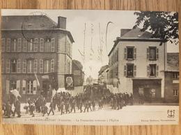 Ploudalmezeau.la Procession Revenant De L'église.édition FT - Ploudalmézeau