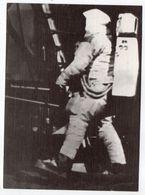 Aviation--Espace--Conquête De La Lune--Série Clair De Lune--Neil Armstrong Foulant Le Sol De La Lune-24 Juillet 1969 - Espace