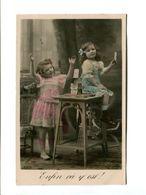 Cp - Cartes à Jouer - Petites Filles Réussissant Un Château De Cartes - Cartes à Jouer