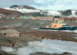 1 AK Mit Dem Schwedischen Eisbrecher ODEN - Im Vordergrund Das Scott Haus - McMurdo Station Im Hintergrund * - Ansichtskarten