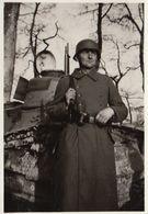 Photo Guerre Militaire Allemand Devant Un Char Tank - Guerre, Militaire