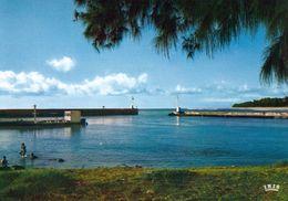 1 AK Insel Reunion * Sait-Gilles - Le Port * IRIS Karte * Übersee-Departement Von Frankreich Im Ind. Ozean - Reunion