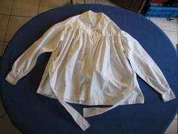 42 - Chemise En Coton Fin Ou Lin Avec Ceinture - Vintage Clothes & Linen