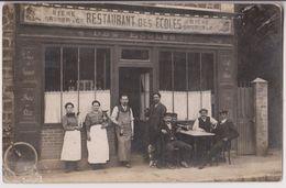 CARTE PHOTO : RESTAURANT DES ECOLES - CAFE ET BIERE GRUBER - CLIENTS EN TERRASSE - 2 SCANS - - A Identifier