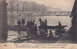 Paris Accident Du Pont De L'Archeveche - France
