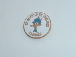 Pin's DAUPHIN, PLONGEE DE SAINT QUENTIN EN YVELINES - Diving