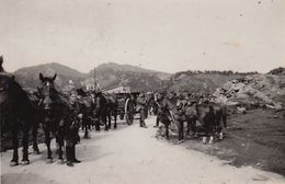 Photo Guerre Groupe Militaire Allemand Cavalerie Attelage Convoi - Guerre, Militaire