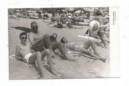 Photo Originale - Femme; Hommes En Maillot De Bain, Torse Nu Sur La Plage- Photo Flash - Personnes Anonymes