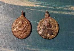 Lot De 2 Médaille Religieuse Du 17e Siècle En Bronze - Les 2 Bélières Sont Cassés - Archeologie