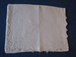 44 - Poche Pour Vêtement De Nuit Brodée, Monogrammée CS - Bed Sheets