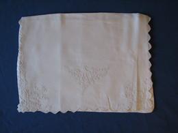 46 - Poche Pour Vêtement De Nuit Brodée, Monogrammée AS - Bed Sheets