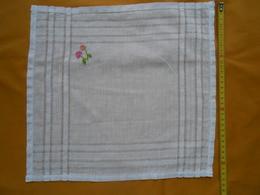 2 Mouchoirs Anciens à Jour Et Broderie Fleur - - Mouchoirs