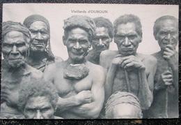 Papouasie Vieillards D'ouroun  Cpa Oceanie - Papouasie-Nouvelle-Guinée