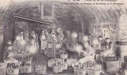 51 / REIMS TRAVAIL DU VIN DE CHAMPAGNE LE DEGORGEMENT LE DOSAGE LE BOUCHAGE ET LE MUSELAGE - Reims