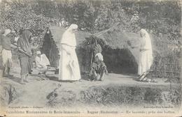Catéchistes Missionnaires De Marie-Immaculé, Nagpur (Hindoustan) En Tournée Près Des Huttes, Soeurs - Carte Non Circulée - Missions