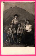 Carte Photo Schneekoppe - Montage - Femme - Enfant - Colline - Bâton De Marche - 1917 - Pologne