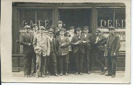 """Carte-Photo : Débit / Café. Clients Gros Plan. Sans Doute : """"Le Havre"""" - Da Identificare"""