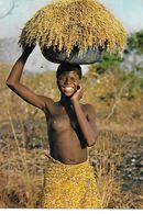 CPSM/gf DOUNA (Burkina Faso).  Jeune Africaine Aux Seins Nus De Retour à La Maison Avec La Récolte De Riz ...B395 - Burkina Faso