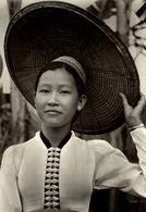 LAOS LAOTIENS JEUNESSE FIERE AUX CONFINS DU VIETNAM - Laos