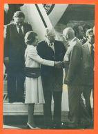 Photo De Presse AFP Arrivée Du Président Ford à Helsinki Accueilli Par Président Urho Kekkonen 29/07/1975 - 2 Scans - Personalità