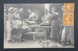 CPA - Carte Postale - CONCARNEAU - Travail Du Thon - Dépeçage Avant Cuisson - Concarneau
